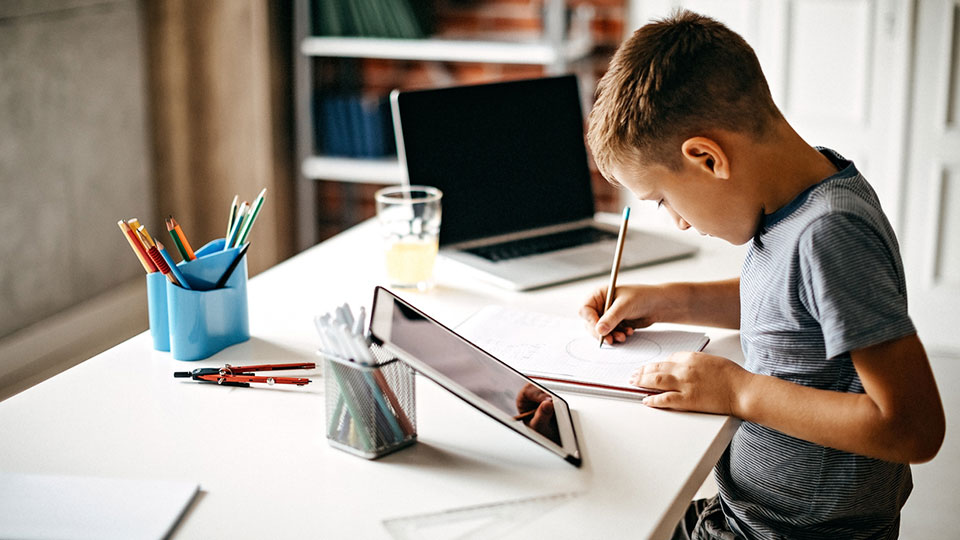 child learning online